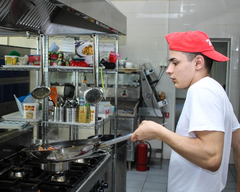 Modelo de Curriculum Vitae para Ayudante de Cocina